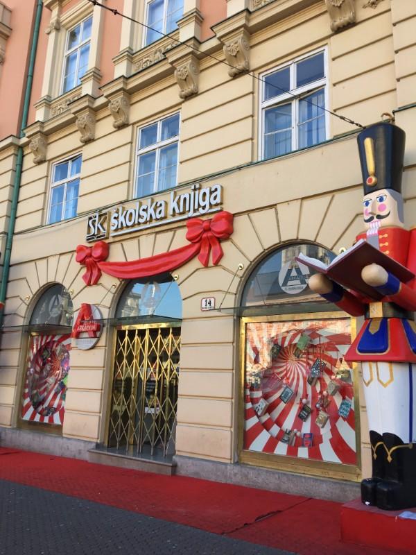 zagreb_イェラチッチ広場前の本屋さん