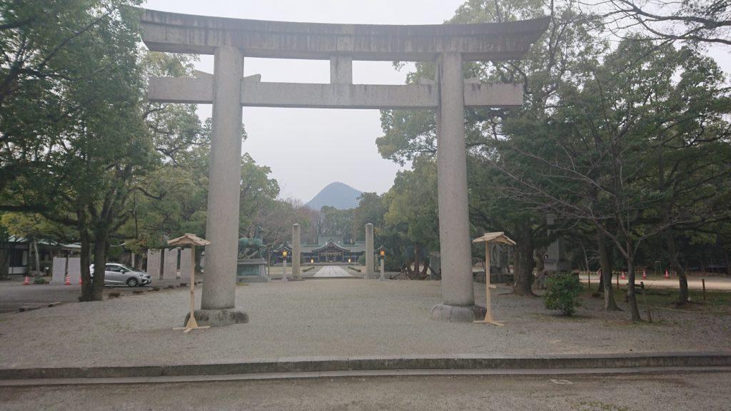 香川県護国神社と我拝師山